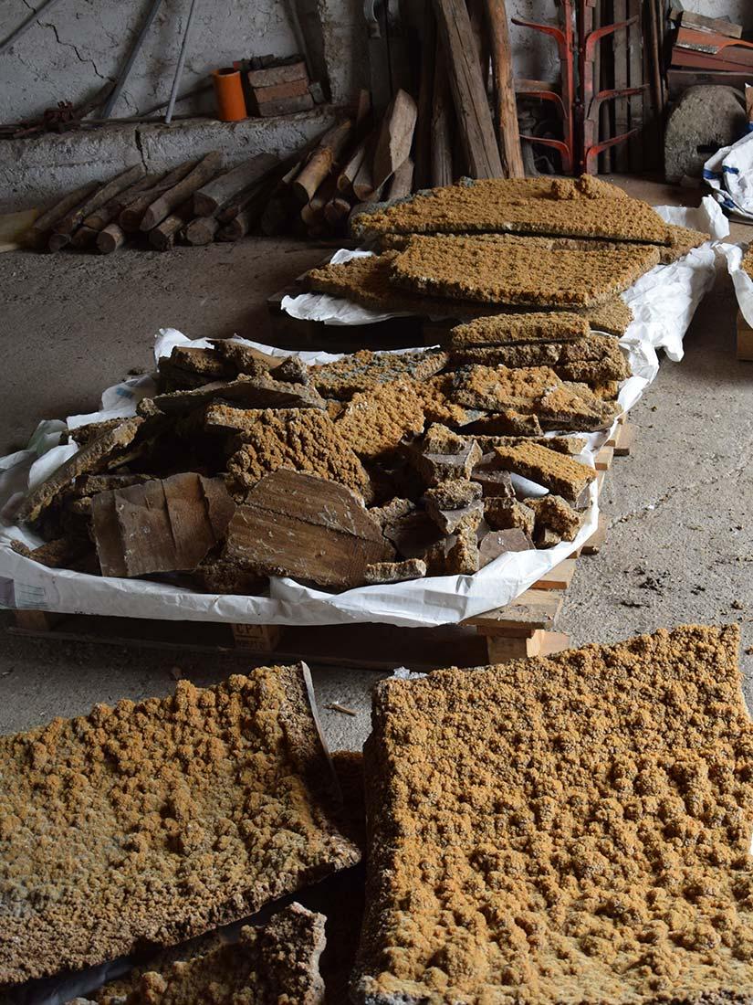Weinstein der sich über die Jahre in den Fässern anlagert und aushärtet